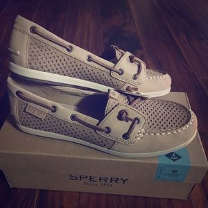 Sperry women's shoes size 8